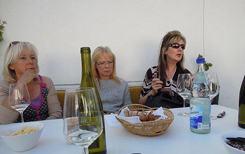 Drei Wein-Testerinnen